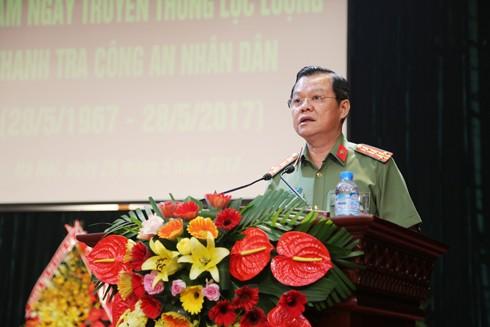 Đại tá Đào Thanh Hải, Phó Giám đốc CATP Hà Nội thay mặt Đảng ủy Ban Giám đốc CATP ôn lại truyền thống 50 năm lực lượng thanh tra CATP Hà Nội