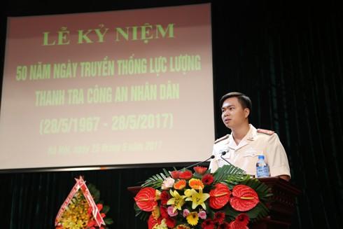 Thượng úy Nguyễn Mạnh Tấn, Phó Đội trưởng Đội tham mưu Thanh tra CATP Hà Nội thay mặt thế hệ trẻ hứa tiếp nối truyền thống cha anh hoàn thành nhiệm vụ được giao