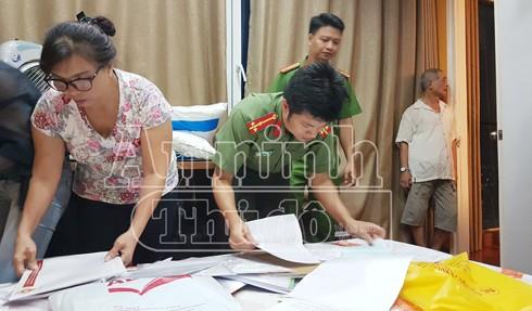 Cơ quan An ninh điều tra thu giữ nhiều tài liệu liên quan tới hành vi giả danh công an lừa đảo của Đậu Thị Hương