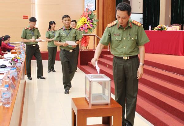 Đại hội tiến hành bầu BCH Công đoàn Phòng Hậu cần