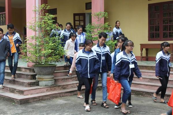 Đồng hành với học sinh vùng lũ