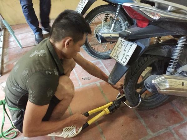 Cắt khóa chữ U bảo vệ xe máy