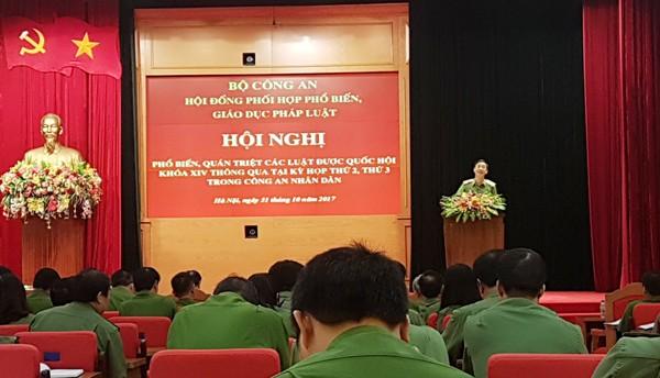 Thiếu tướng Nguyễn Xuân Toản, Phó Cục trưởng Cục Pháp chế và cải cách hành chính, tư pháp giới thiệu những nội dung cơ bản, mới của các đạo luật nói trên