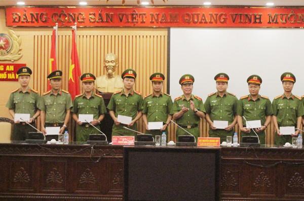 Bí thư Thành ủy Hà Nội khen thưởng chiến công khám phá nhanh vụ trọng án tại Royal City