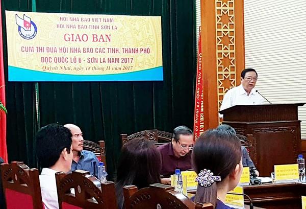 Ông Mai Đức Lộc, Phó Chủ tịch Hội Nhà báo Việt Nam phát biểu ý kiến chỉ đạo tại hội nghị
