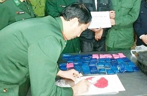 Cơ quan chức năng kiểm đếm số ma túy tổng hợp