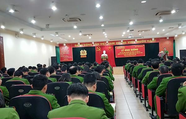 Lớp tập huấn công tác đăng ký, quản lý cư trú năm 2018 dành cho chỉ huy Công an phường, xã, thị trấn thuộc CATP Hà Nội.
