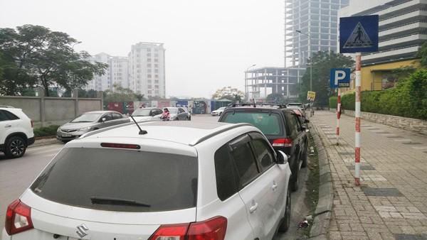 Bãi trông giữ xe dưới lòng đường của Công ty Tân Thành