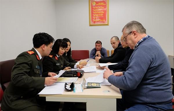 Lễ bàn giao đối tượng truy nã quốc tế giữa lực lượng Công an 2 quốc gia