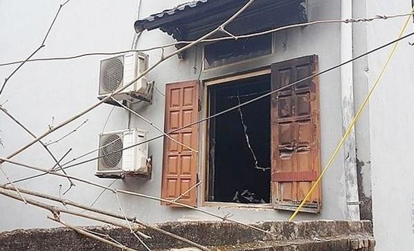 Người dân phải phá cửa sổ để vào giải cứu anh K và người thân
