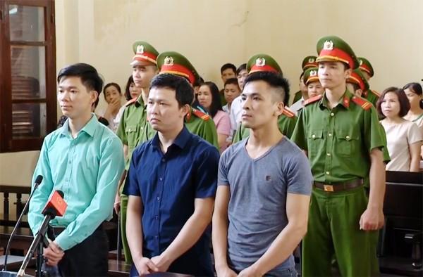 Sau nhiều ngày nghị án, TAND TP Hòa Bình đã tuyên trả hồ sơ điều tra bổ sung 8 vấn đề liên quan, trong đó có kiến nghị điều tra làm rõ trách nhiệm đối với ông Trương Quý Dương trong việc ký kết hợp đồng với Công ty Thiên Sơn