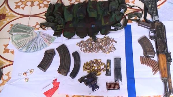 Một số vũ khí thu được trong nhà đối tượng