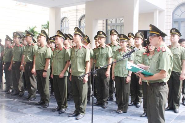 Thiếu tá Vũ Tuấn Anh, Phó trưởng phòng An ninh chính trị nội bộ thay mặt CBCS trong đơn vị nguyện đem hết sức mình vì sự nghiệp bảo vệ ANQG, TTATXH