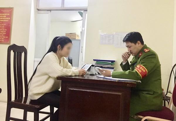 Chị L.T.V đến trình báo tại trụ sở CAP Mỹ Đình 2, quận Nam Từ Liêm, Hà Nội