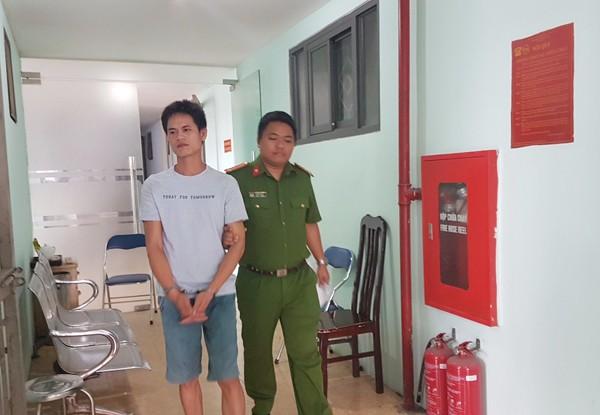 Cơ quan Công an dẫn giải đối tượng Nguyễn Bá Sơn