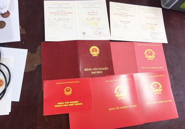 Hàng nghìn bằng giả đã được Lê Văn Hoàng sản xuất và đưa ra tiêu thụ