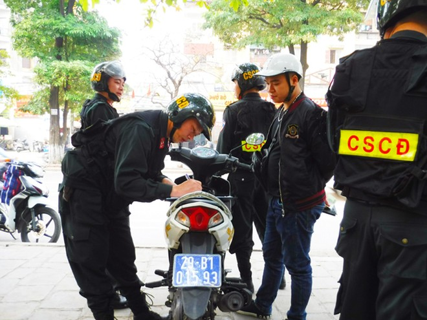 Lực lượng Cảnh sát cơ động CATP Hà Nội tuần tra kiểm soát, phát hiện và xử lý nhiều vi phạm hành chính