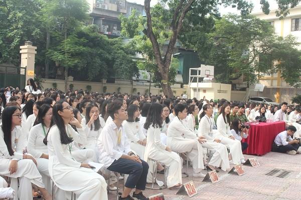 Học sinh trường THPT Kim Liên, quận Đống Đa hào hứng tham gia buổi tuyên truyền