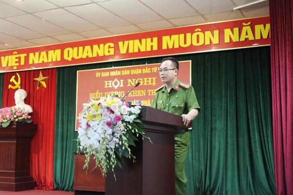 Đại tá Nguyễn Thanh Tùng, Phó Giám đốc CATP, Thủ trưởng Cơ quan CSĐT CATP Hà Nội phát biểu tại hội nghị