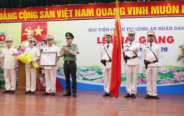 Thừa ủy quyền của Chủ tịch nước, Thứ trưởng Lương Tam Quang đã trao tặng Huân chương Bảo vệ Tổ quốc hạng Ba cho Học viện Chính trị CAND vì đã có thành tích xuất sắc đột xuất trong xây dựng Đề án báo cáo lãnh đạo Bộ Công an đề xuất Ban Bí thư giao quyền đào tạo, xác nhận trình độ Cao cấp lý luận Chính trị trong CAND