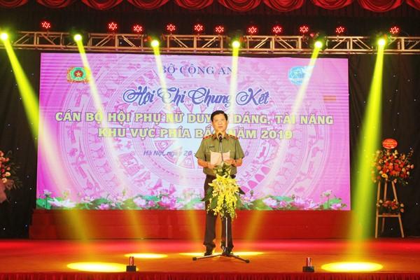 Trung tướng Nguyễn Văn Sơn, Thứ trưởng Bộ Công an phát biểu chúc mừng các thí sinh