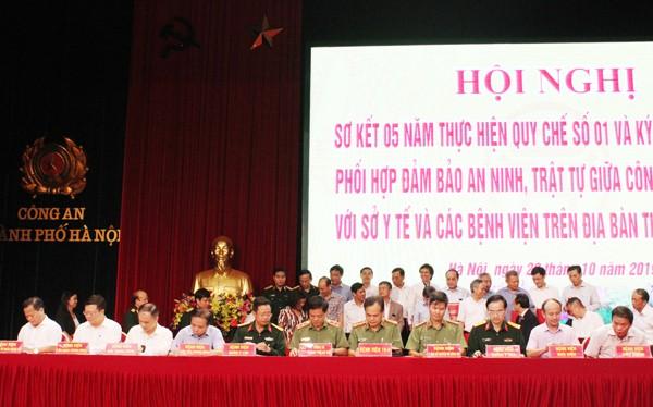 Trung tướng Đoàn Duy Khương đại diện cho Công an Hà Nội ký quy chế phối hợp với 33 Bệnh viện trên địa bàn TP Hà Nội