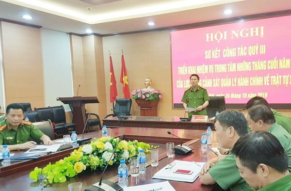Đại tá Nguyễn Văn Viện, Phó Giám đốc Công an thành phố chủ trì hội nghị