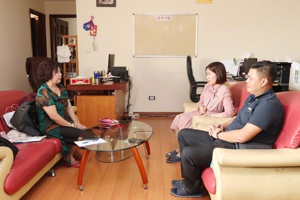 Cô Trần Thị Kim Dung chia sẻ cuộc sống với nhân viên Vinasinco
