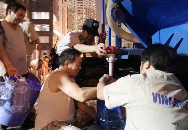 Bất kể ngày hay đêm, Vinasinco luôn sẵn sàng nước phục vụ người dân