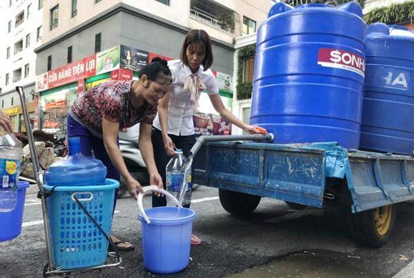 Người dân hào hứng với nước sạch do Vinasinco cung cấp