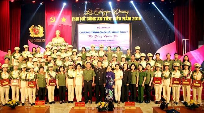 46 cá nhân có thành tích xuất sắc trong chiến đấu đã được vinh dự trao Giải thưởng phụ nữ Công an tiêu biểu năm 2018