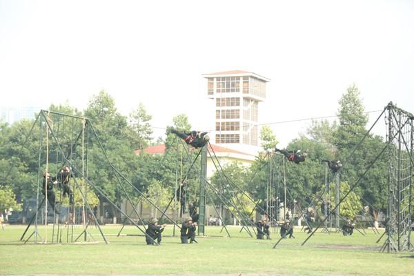 Lực lượng Cảnh sát cơ động luôn tập luyện sẵn sàng chiến đấu