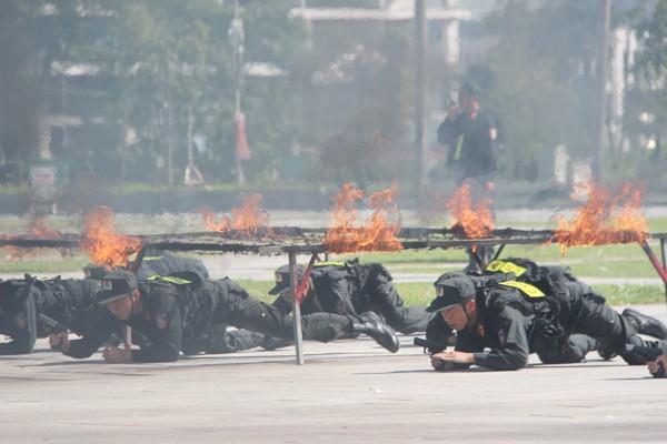 Lực lượng Cảnh sát cơ động luôn sẵn sàng đối mặt khó khăn, hiểm nguy
