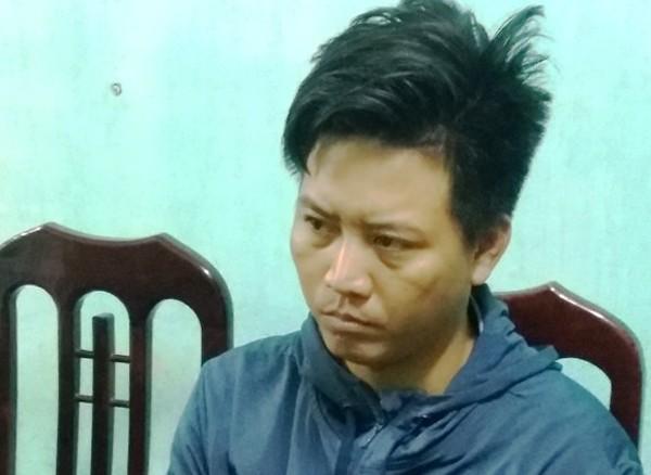 Trong vai một nhân viên tiếp thị, Hoàn đã đưa ma túy xuôi Nam, ngược Bắc