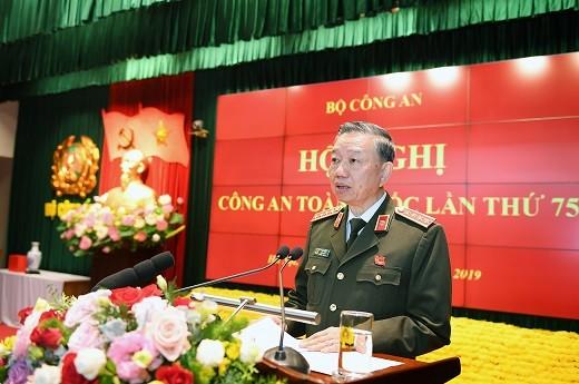 Đại tướng Tô Lâm, Ủy viên Bộ Chính trị, Bộ trưởng Bộ Công an phát biểu bế mạc hội nghị Công an toàn quốc lần thứ 75