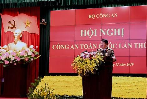 Thượng tướng Bùi Văn Nam, Ủy viên Trung ương Đảng, Thứ trưởng Bộ Công an báo cáo kết quả tình hình công tác công an và kết quả 30 năm thực hiện Cương lĩnh xây dựng đất nước theo chức năng, nhiệm vụ của lực lượng CAND
