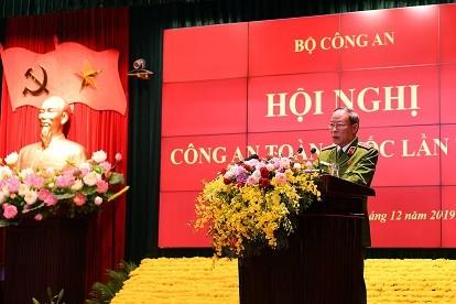 Thượng tướng Lê Quý Vương, Ủy viên Trung ương Đảng, Phó Bí thư Đảng ủy Công an Trung ương, Thứ trưởng Bộ Công an điều hành phần tham luận
