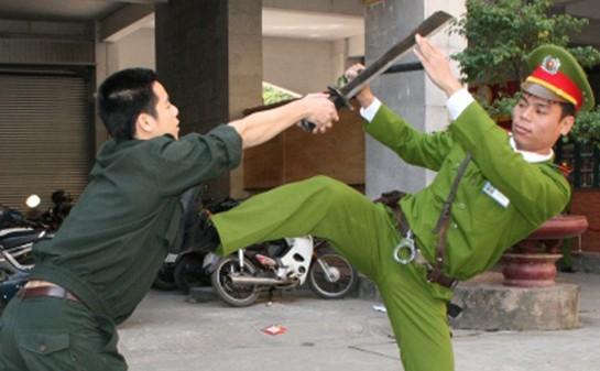 Lực lượng cánh sát bảo vệ mục tiêu cơ quan ngoại giao thường xuyên tập luyện để đảm bảo an toàn các cơ quan ngoại giao