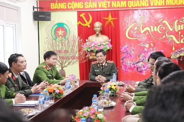 Trung tướng Đoàn Duy Khương, Ủy viên Ban thường vụ Thành ủy, Bí thư Đảng ủy, Giám đốc CATP thăm hỏi CBCS - CAP Tràng Tiền