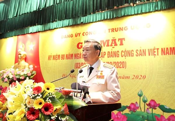 Đại tướng Tô Lâm, Ủy viên Bộ Chính trị, Bí thư Đảng ủy Công an Trung ương, Bộ trưởng Bộ Công an đọc diễn văn ôn lại lịch sử 90 năm Ngày thành lập Đảng Cộng sản Việt Nam