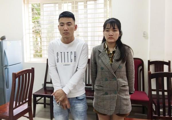 Vũ Thị Hiền và Tạ Văn Huỳnh tại cơ quan công an