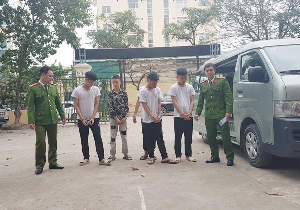 Dẫn giải nhóm đối tượng cướp tài sản của ông Đ về trụ sở cơ quan công an