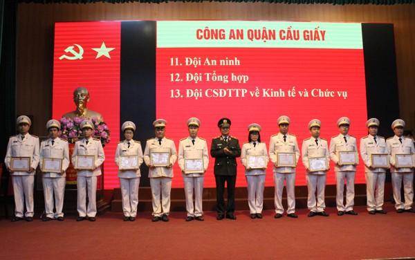 Tổng kết phong trào thi đua giai đoạn 2015-2020, Cụm thi đua số 5 CATP Hà Nội có 23 tập thể, 88 cá nhân được Giám đốc CATP tuyên dương điển hình tiên tiến