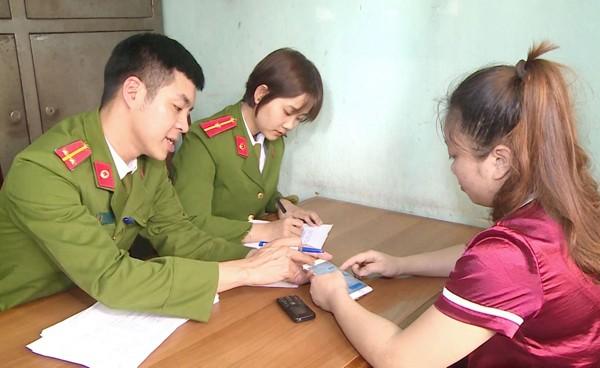 Cơ quan CSĐT - CAH Thiệu Hóa lấy lời khai đối tượng Nguyễn Thị Thu Hương