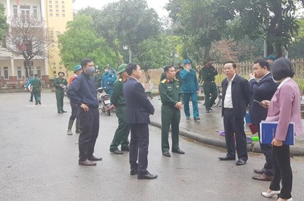 Ông Nguyễn Thanh Long kiểm tra thực địa công tác chuẩn bị khu vực cách ly tập trung tại trường Cao đẳng nghề công nghệ cao Hà Nội