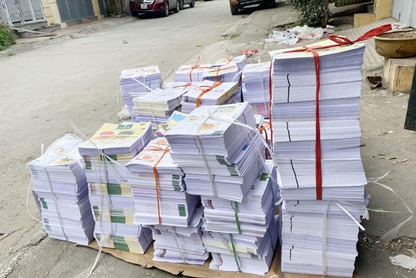 Số sách thành phẩm và bán thành phẩm ước lượng khoảng 6 tấn, tương đương gần 2 vạn cuốn sách