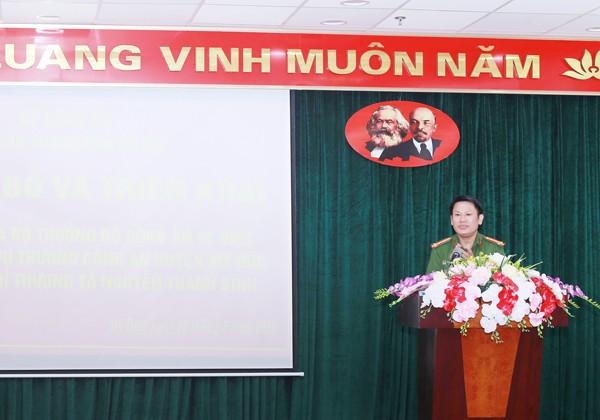 Đại tá Nguyễn Văn Viện, Phó Giám đốc CATP phát biểu chỉ đạo tại lễ công bố quyết định