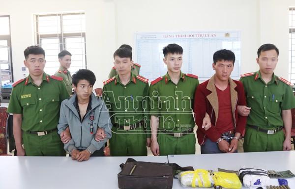 Các đối tượng bị các đơn vị nghiệp vụ công an tỉnh Sơn La bắt giữ khi đang vận chuyển 15.000 viên ma túy tổng hợp