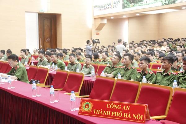 Các đại biểu dự hội nghị trực tuyến tại điểm cầu CATP Hà Nội