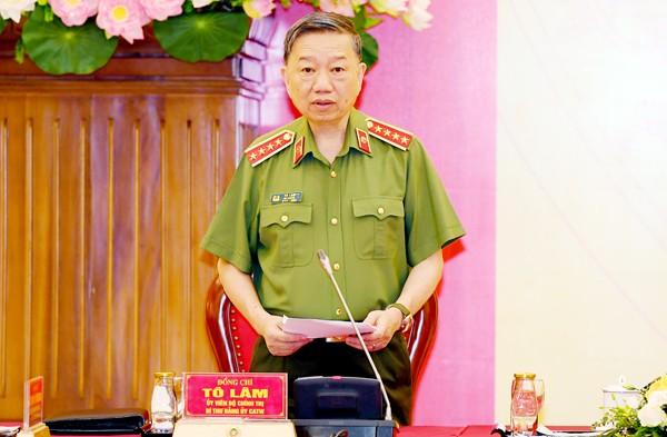 Đại tướng Tô Lâm, Ủy viên Bộ Chính trị, Bộ trưởng Bộ Công an tiếp thu ý kiến chỉ đạo tại hội nghị